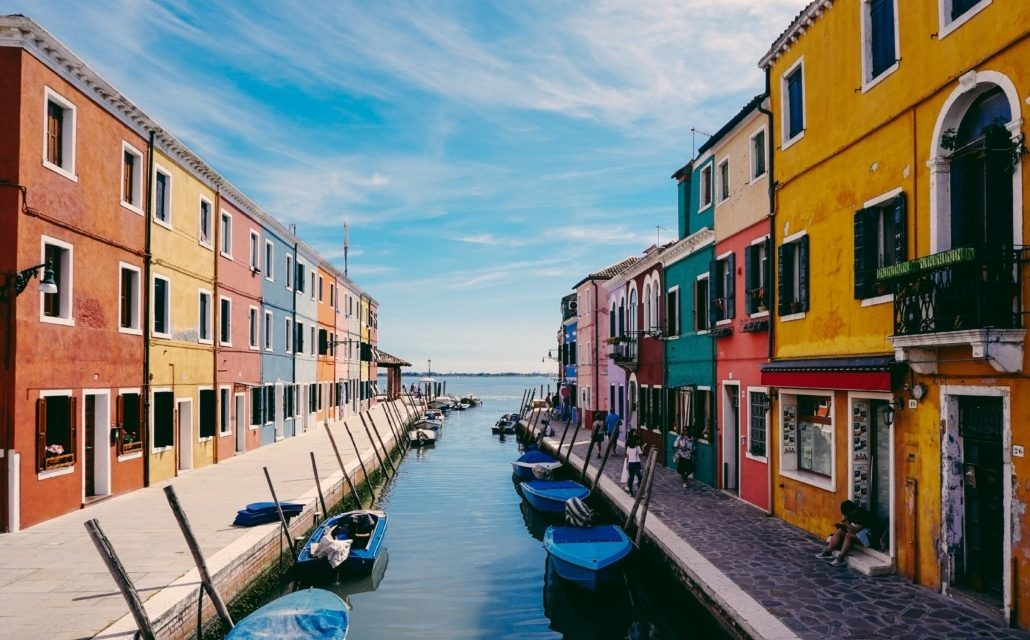 Lost among the colours and traditions of Burano